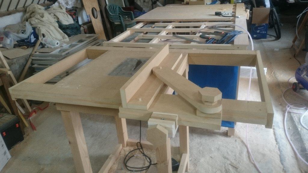scie bois sur table